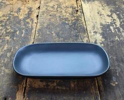 assiette ronde rectangulaire noire