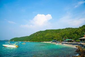 la plage de koh larn en thailande photo