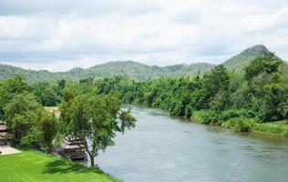 Resort au bord de la rivière en Thaïlande