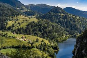Lac Zaovine en Serbie photo