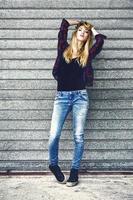 mode portrait de rue d'une jeune femme sexy photo