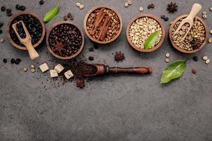 café torréfié dans des bols photo