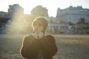 portrait de la belle jeune femme, gros plan en plein air photo