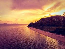Vue aérienne de la belle plage tropicale sur l'île de Koh Samui, Thaïlande photo