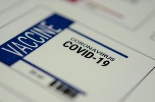une étiquette de vaccin contre le coronavirus pour le covid-19
