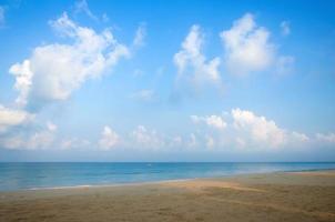 plage tropicale, ciel et mer photo