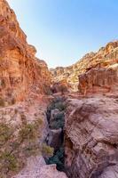Belles formations de roches rouges à Petra, Jordanie