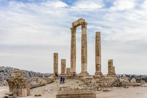 Temple d'Hercule, colonnes corinthiennes romaines à la colline de la citadelle à Amman, Jordanie