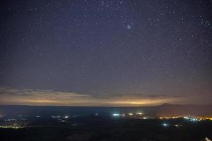 lumières de la ville et étoiles photo