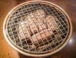grill yakiniku, charbon de bois chaud, barbecue grillé