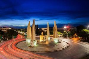 Bangkok, Thaïlande, 2020 - longue exposition du monument de la démocratie