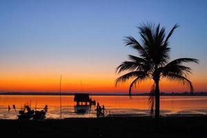 coucher de soleil coloré à la plage