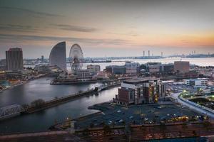 Yokohama, Japon, 2020 - vue aérienne d'un lever de soleil sur la ville