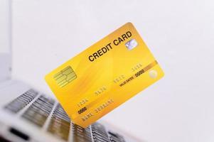 carte de crédit avec clavier d'ordinateur photo