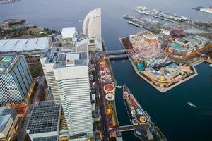 kanagawa, japon, 2020 - parc d'attractions dans la ville