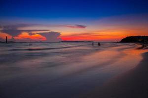 coucher de soleil coloré sur une plage