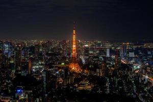 tokyo, japon, 2020 - tour de tokyo rougeoyante la nuit