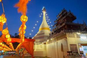 province du Shanxi, Chine, 2020 - la grande pagode blanche décorée de lumières