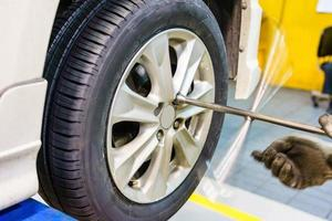 changement de pneu à l'atelier