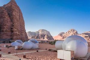 Camping le long des rochers à Petra, Wadi Rum, Jordanie