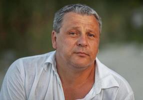 portrait en plein air d'un homme mûr photo
