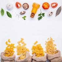 pâtes et ingrédients de cuisine avec espace copie