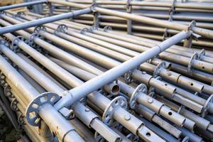 pile de poteaux métalliques pour la construction