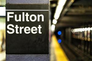 La station de métro Fulton Street signe à New York City