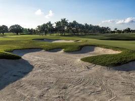 bunker de sable sur un terrain de golf