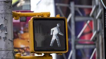 panneau de signalisation à pied à l'extérieur