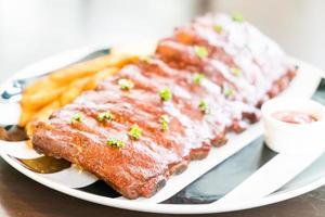 porc barbecue grillé avec sauce sucrée