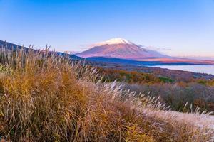 Mont Fuji au lac Yamanakako ou Yamanaka au Japon photo