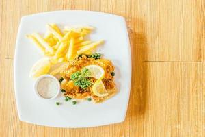 fish and chips dans l'assiette