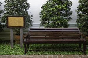 banc de parc à l'extérieur photo