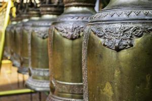 Thai cloches suspendues dans un temple public
