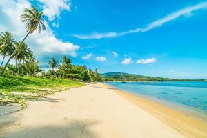 plage sur une belle île paradisiaque photo