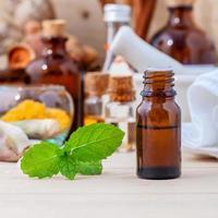 bouteilles d'huile essentielle photo