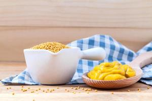 moutarde et graines de moutarde