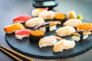 ensemble de sushi nigiri photo