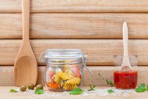 pâtes séchées dans un pot photo