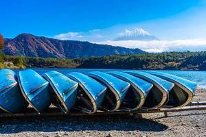 bateaux et mt. Fuji au Japon en automne