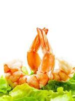 crevettes fraîches cuites à la vapeur avec mélange de légumes photo