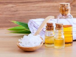 gommage et huiles de noix de coco photo