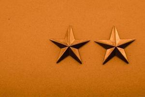 deux étoiles orange sur fond orange