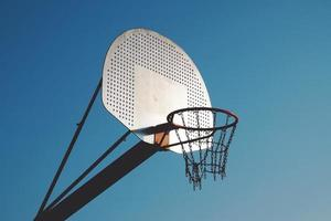 Panier de basket de rue dans la ville de Bilbao, Espagne