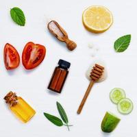 ingrédients frais isolés sur blanc photo