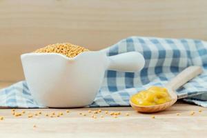 graines de moutarde et moutarde