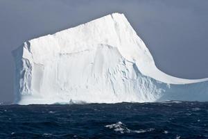 iceberg tabulaire en antarctique