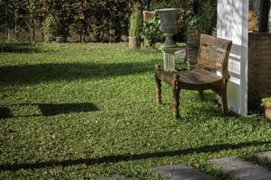 chaise à l'extérieur dans le jardin photo