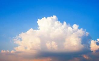 beau ciel et nuages en été photo